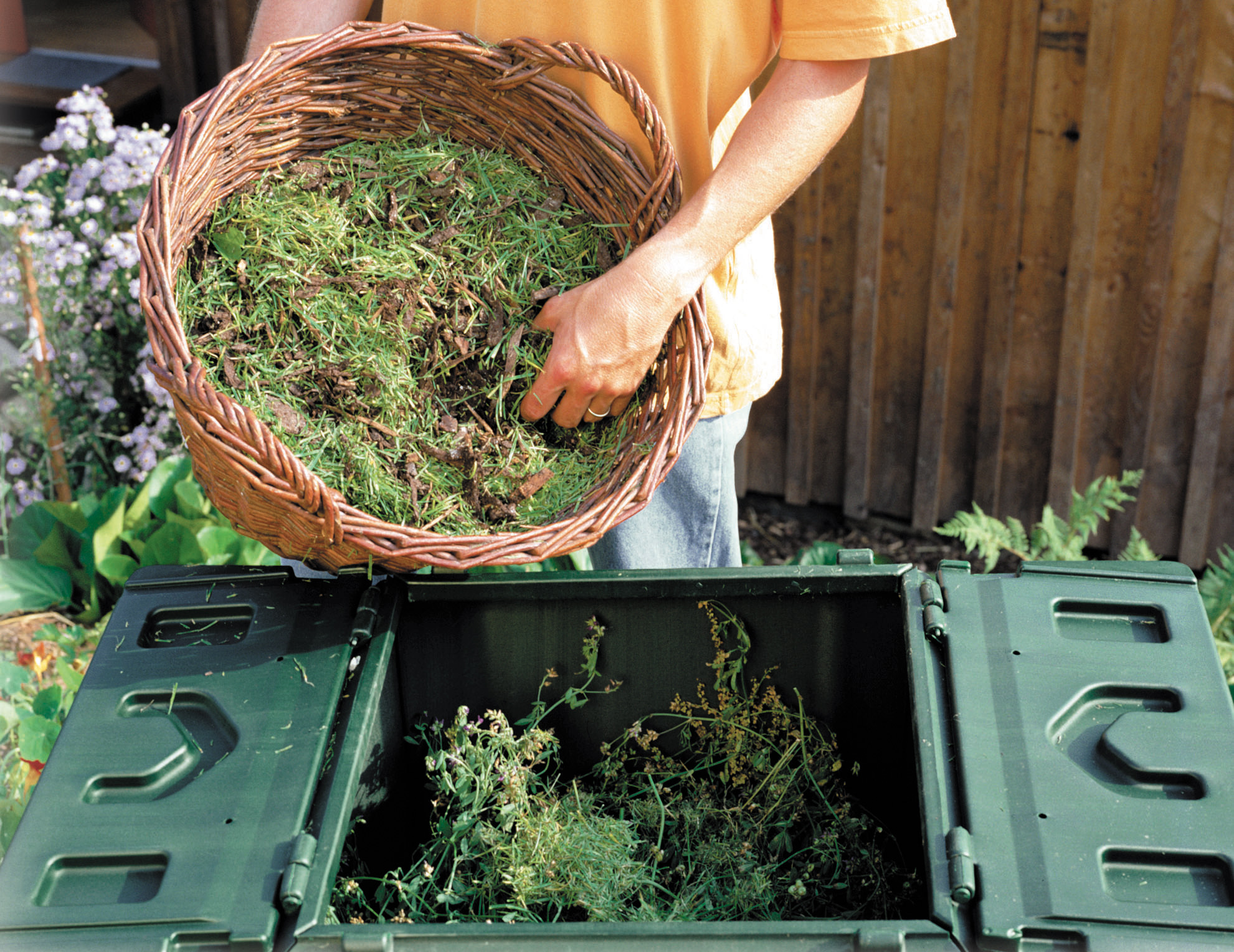 Компост. Использование садовых и бытовых отходов на участке.