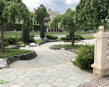 Мощение площадок и дорожек