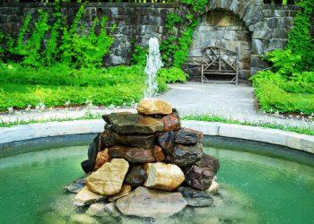 dekorativnye-fontany-i-vodopady-dlya-dachi-landshaftnyy-dizayn_2
