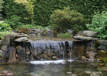 iskusstvennyj-vodopad-originalnye-idei-v-landshaftnom-dizajne-59